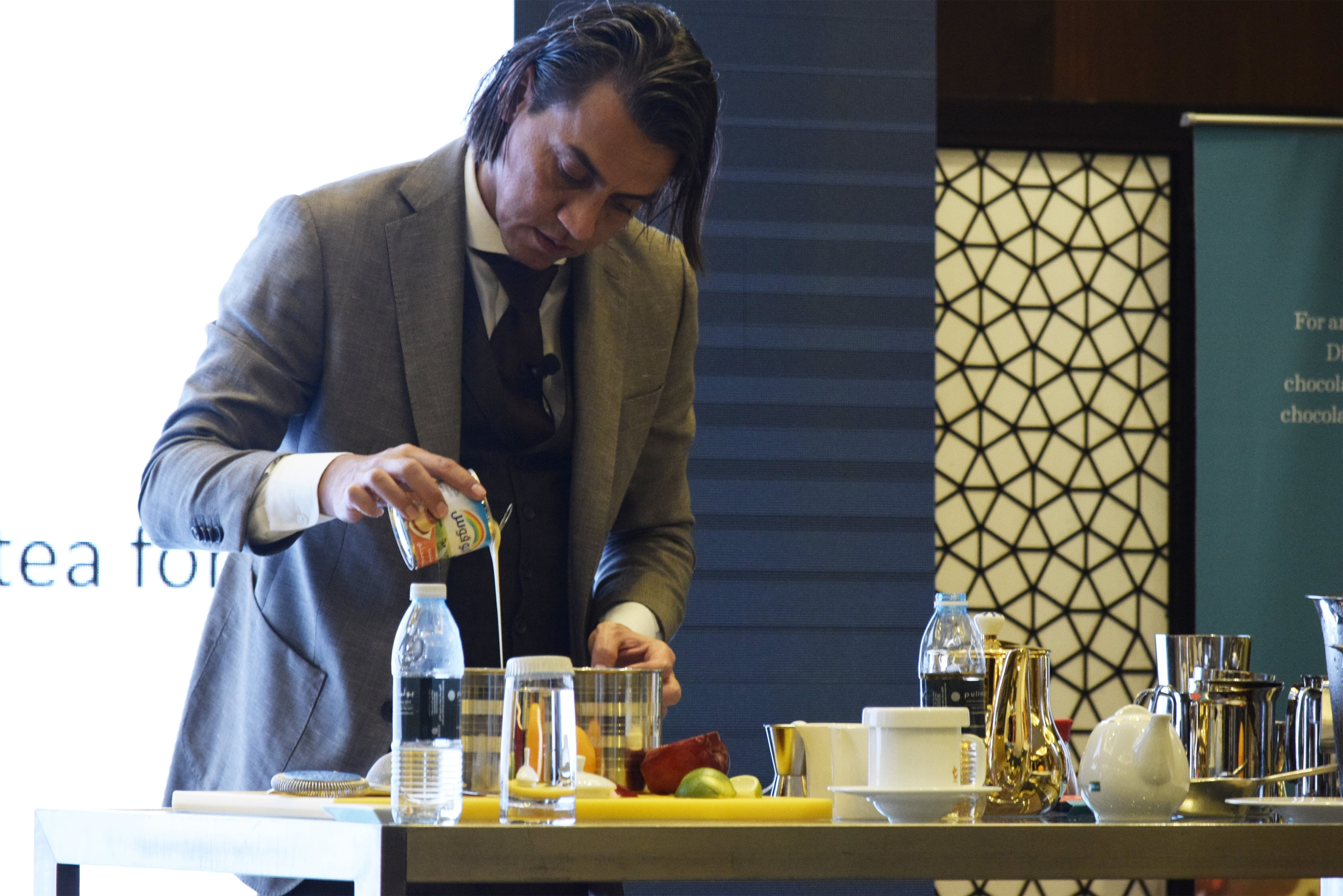 Robert Schinkel conducting the Tea Inspired Mixology session