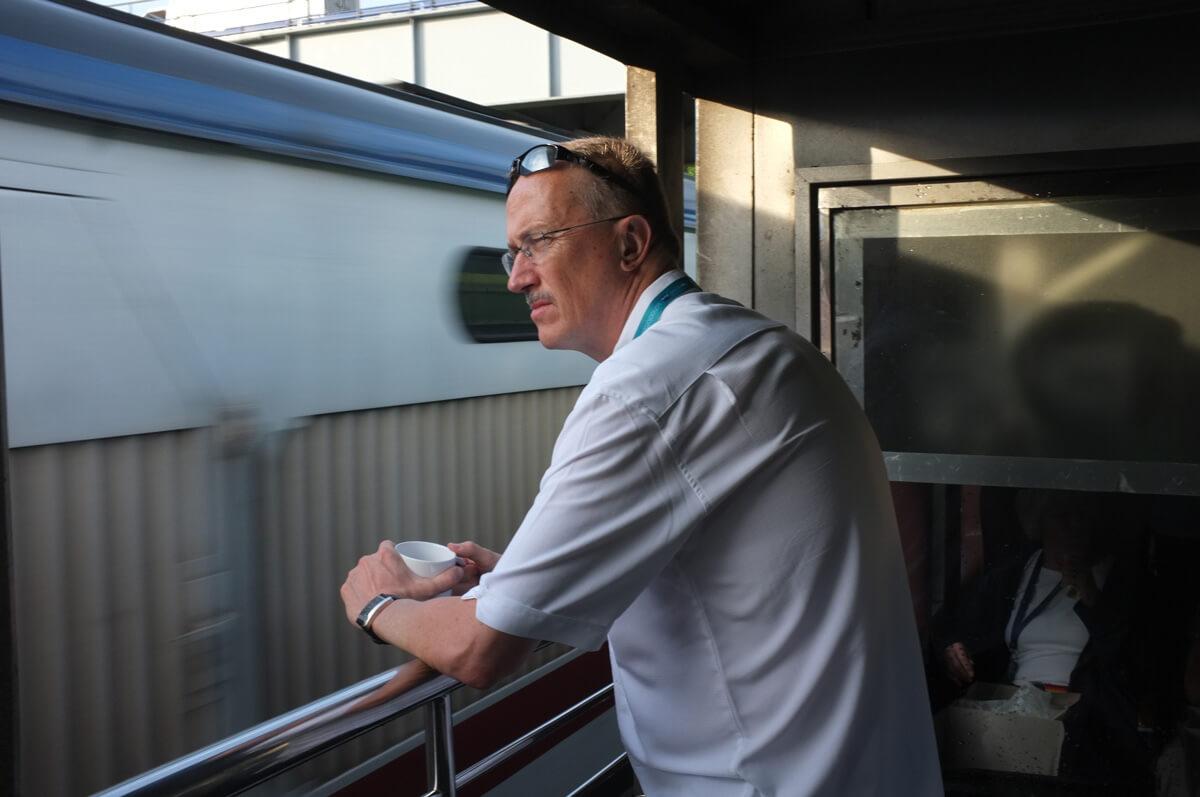 Rainer Zinngrebe from USA enjoying the journey to Nuwara Eliya
